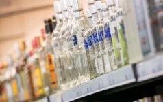 Seimas svarstys, ar uždrausti reikalauti asmens dokumentų iš visų alkoholį perkančių pirkėjų
