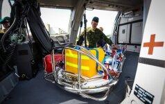 Kariuomenės sraigtasparniu evakuotas susižalojęs žvejybinio laivo įgulos narys