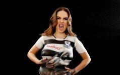 Latvijos modelis Sabina Jemeljanova pristato Ayr United maršinėlius