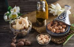 Aliejai, kuriuos siūlo naudoti grožiui ir maistui: kaip iš tiesų pasiekia parduotuves