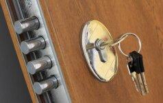 Kaip išsirinkti patikimą lauko durų spyną