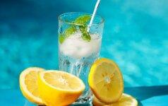 Vanduo su citrina ir ledukais