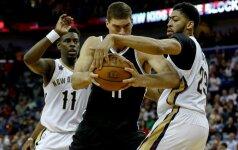 """D. Motiejūnas drąsiai mėtė iš toli, bet """"Pelicans"""" į košmarą panardino lygos autsaideriai"""
