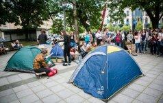 """Išsigando protestuotojų: Vyriausybė aptverta """"Stop"""" juosta ir papildomų policijos pajėgų"""