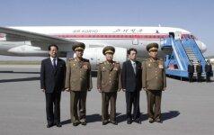 Ri Yong gilas (antras iš kairės)