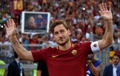 """F. Totti paskutinės rungtynės vilkint """"Roma"""" marškinėlius"""
