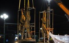 Žaliojo tilto skulptūrų nukėlimas naktį