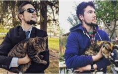 Vaikinas įsiamžina su kiekviena sutikta kate: atkreipia dėmesį į aktualią problemą