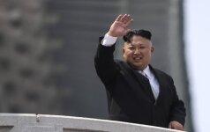"""Šiaurės Korėja giria savo """"didžiausias visų laikų"""" šaudymo pratybas"""