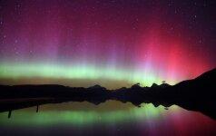 """Pasaulio įdomybės: turistai Islandijoje """"apgirsta"""" nuo Šiaurės pašvaistės vaizdo"""