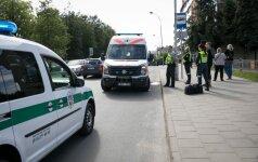 Vilniuje, šalia viešbučio, automobiliu partrenktas ir sužalotas žmogus