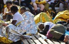 Italija grasina uždaryti uostus migrantus gelbėjančių NVO laivams