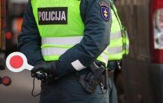 Moteris užpuolimu apkaltino Marijampolės vyriausiąjį patrulį kartu su dviem jaunomis merginomis