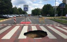 Vilniuje viduryje pėsčiųjų perėjos atsivėrė smegduobė