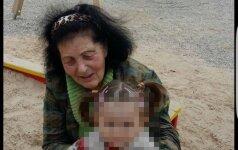 Spaudžia širdį: skurstanti pensininkė priglaudė motinos pamestą mažylę