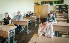 Stebima, ar neplatinamos egzaminų užduotys