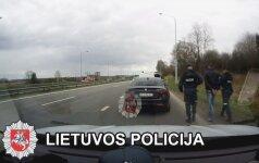 """Autostradoje ties Elektrėnais sulaikytas, įtariama, vogtas """"Alfa Romeo Giulia"""""""