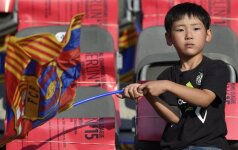 Vaikas su Barcelona klubo vėliava