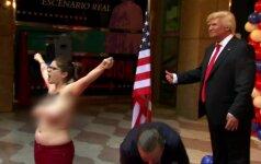 Pusnuogė aktyvistė Madride griebė vaškiniam D. Trumpui už tarpukojo