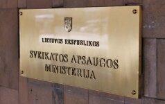 Sveikatos apsaugos ministro patarėjas A. Mažrimas įteikė prašymą atleisti