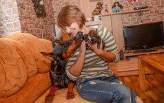 Be galo kilnus poelgis: pora išgelbėjo gyvus užkastus šuniukus