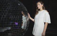 Šventinėje A.P. suknelių kolekcijoje – duoklė aksomui ir nėriniams
