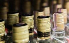 Seimo kanceliarijos darbuotojai nebejaus įtarimų, kad į darbą atsineša alkoholio