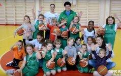 """Projekto """"Tapk krepšinio žvaigžde"""" treniruotėje Ukmergėje – kaip niekada gausus būrys mažųjų krepšininkių"""