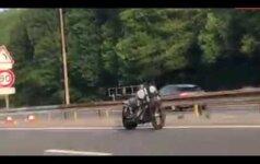 Motociklas vaiduoklis šiurpino praeivius: o kur jo vairuotojas?
