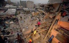 Po potvynio sugriuvo septynaukštis