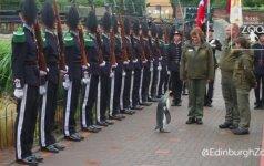 Lygiuot, ateina pingvinas!: seras Nilsas Olavas tapo Norvegijos brigados vadu