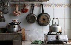3 žingsniai, kaip išimti dėmes iš virtuvės stalų ir spintelių