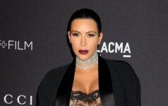 Riba peržengta: tuoj gimdysianti Kim Kardashian vakarėlyje pasirodė perregimais drabužiais