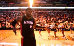 "NBA: ""Suns"" nesustabdė L. Jameso, ""Blazers"" – K. Duranto"