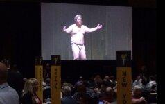 Internetas ošia: pretendavo į partijos pirmininkus ir sušoko striptizą