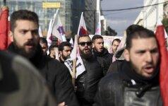 Graikai vėl išėjo į gatves: streikuoja prieš Vyriausybės taupymo priemones