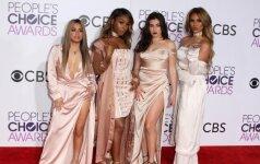 """""""People's Choice"""" apdovanojimų svečiai: kas apsirengė, o kas nusirengė?"""