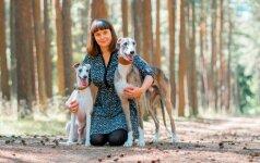 Retos veislės šunį auginanti Sitora: šunys išmoko kantrybės