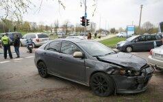 Vilniuje automobilis susidūrė su motociklu