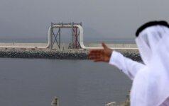JAV naftos kaina krito žemiau 50 dolerių ribos