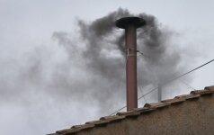Neapsikentus smarvės apskųsti atliekas deginę žmonės