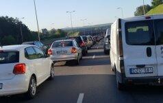 Rytinį eismą Vilniuje trikdė avarijos