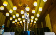 Sidabrinių gervių statulėlė