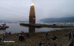 Norvegijos dangų laižė milžiniško bokšto formos laužo liepsnos