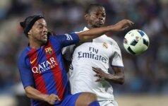 Ronaldinho (kairėje)
