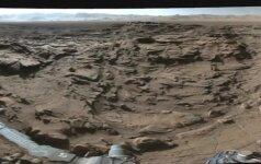 360 laipsnių panoraminėje nuotraukoje – uolėtas Marso peizažas