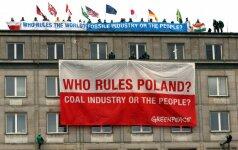 """Greenpeace"" protestavo ant Lenkijos ministerijos stogo"