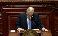 Sakydamas kalbą Minesotos gubernatorius pasijuto blogai ir sukniubo