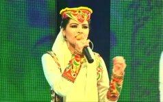 """""""Afghan Star"""" finale reperis kirpėjas nugalėjo nusistovėjusias tradicijas laužančią merginą"""