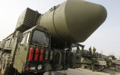 """Rusija atliko bandomąjį balistinės raketos """"Topol-M"""" paleidimą"""